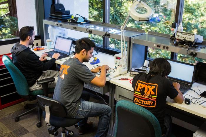 Новое железо: Fox анонсировал автоматическую электронную подвеску для всех