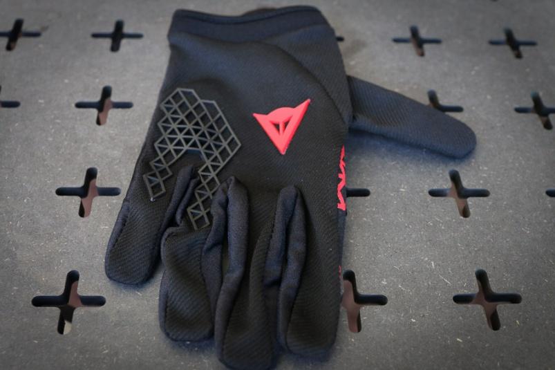 Экипировка: Eurobike 2016: защита Dainese Trail Skins 2