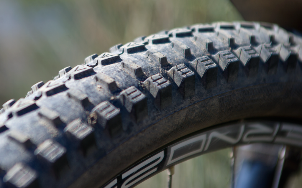 Новое железо: Vee Tire Crown - тайский массаж трейлов