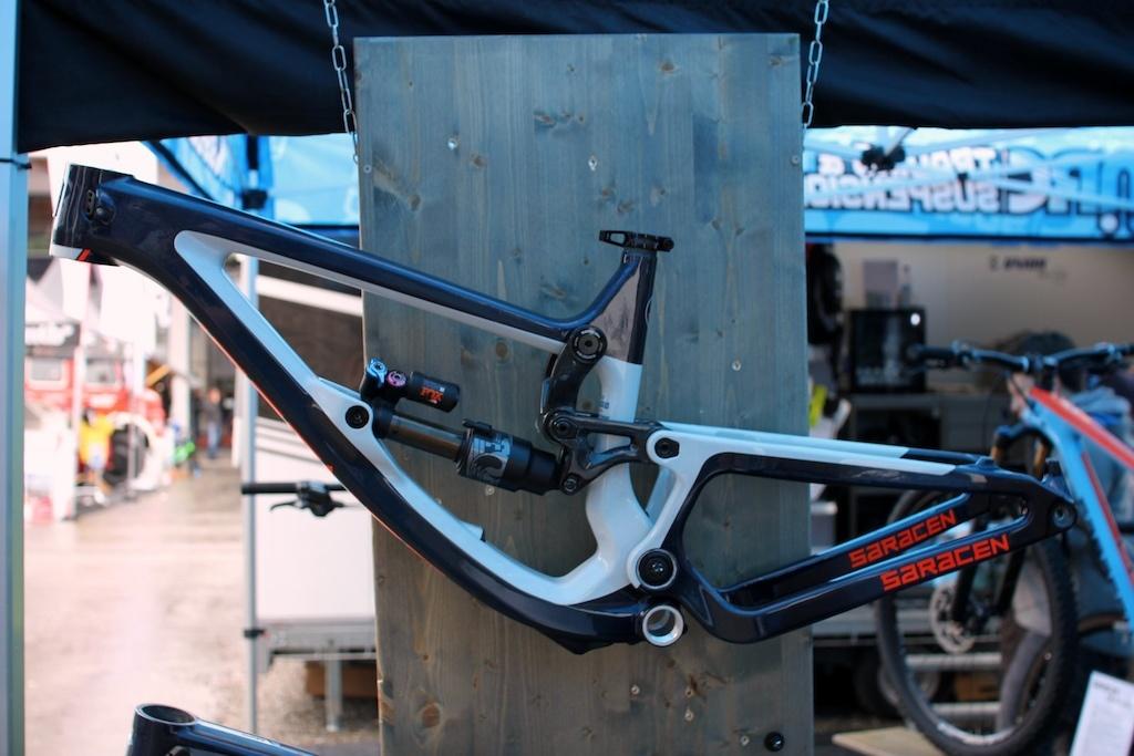 Новое железо: Eurobike 2017: Saracen Ariel Carbon LT