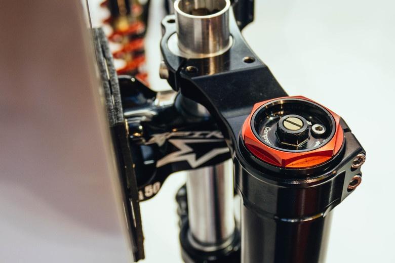 Новое железо: Eurobike 2017: новая вилка для DH от BOS