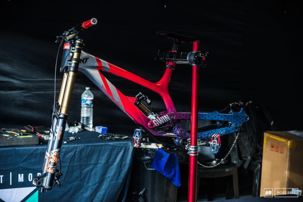 World events: Кастомные раскраски к Чемпионату Мира по ДХ в Швейцарии