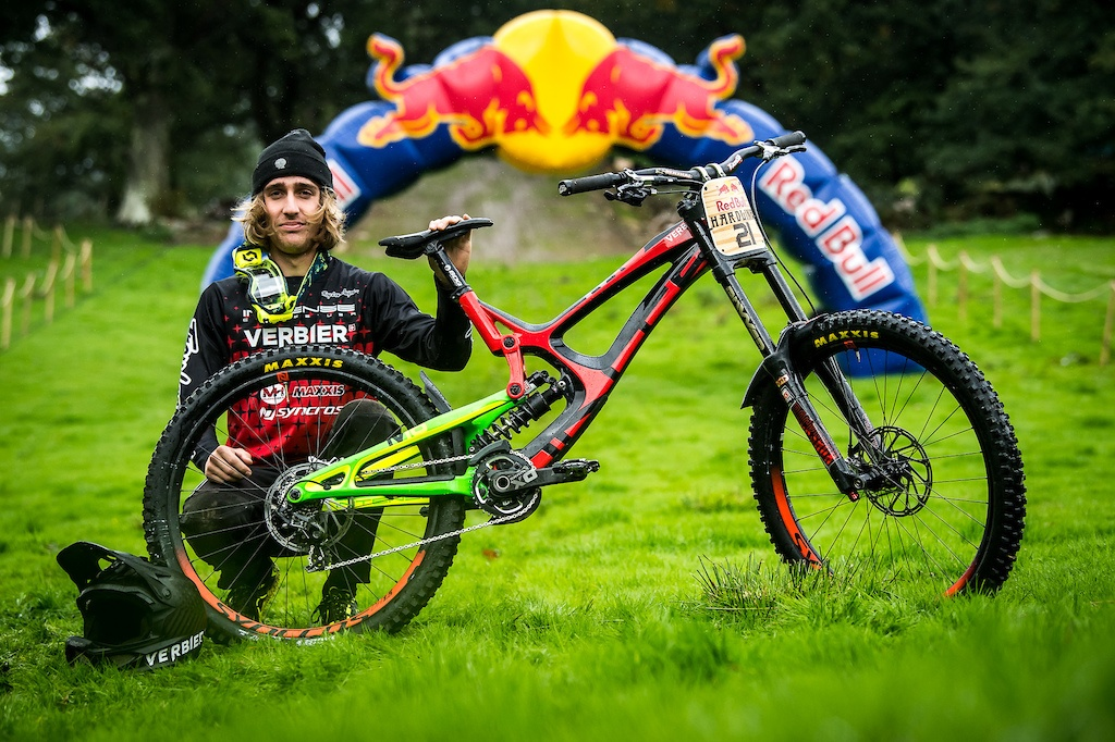 World events: 29 велосипедов Red Bull Hardline 2018