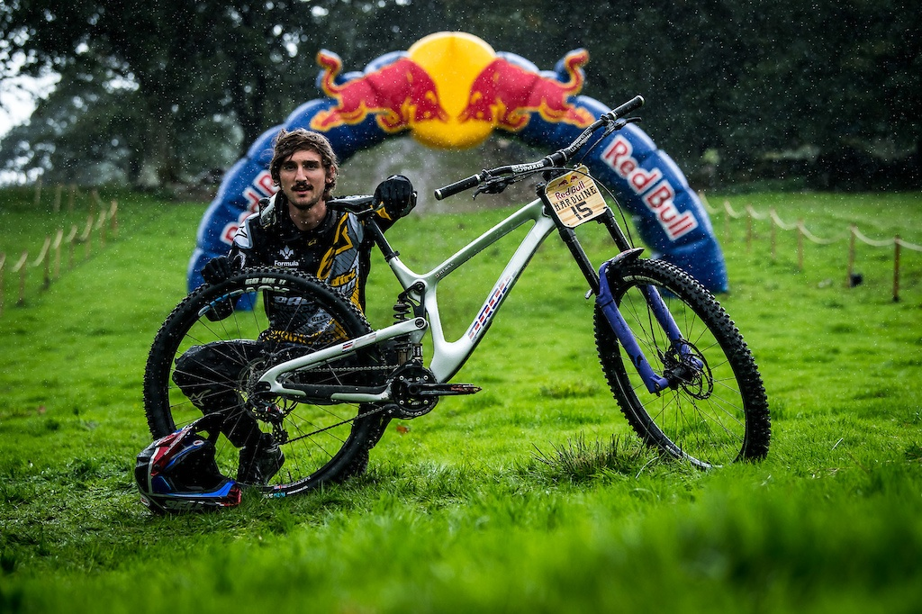 World events: 29 велосипедов Red Bull Hardline 2018