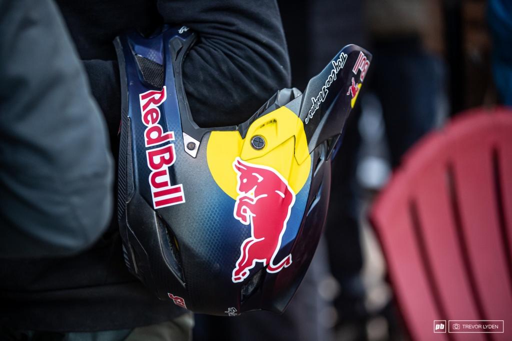 Экипировка: Больше фото нового шлема TLD D4
