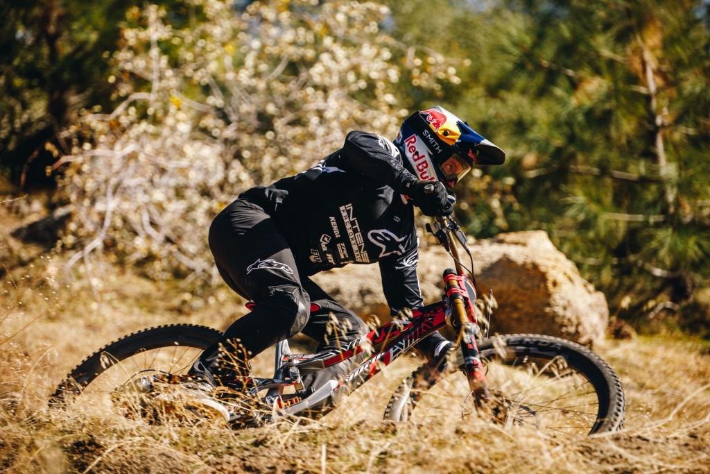 Новое железо: INTENSE показали новый прототип DH велосипеда и анонсировали команду на 2020 сезон
