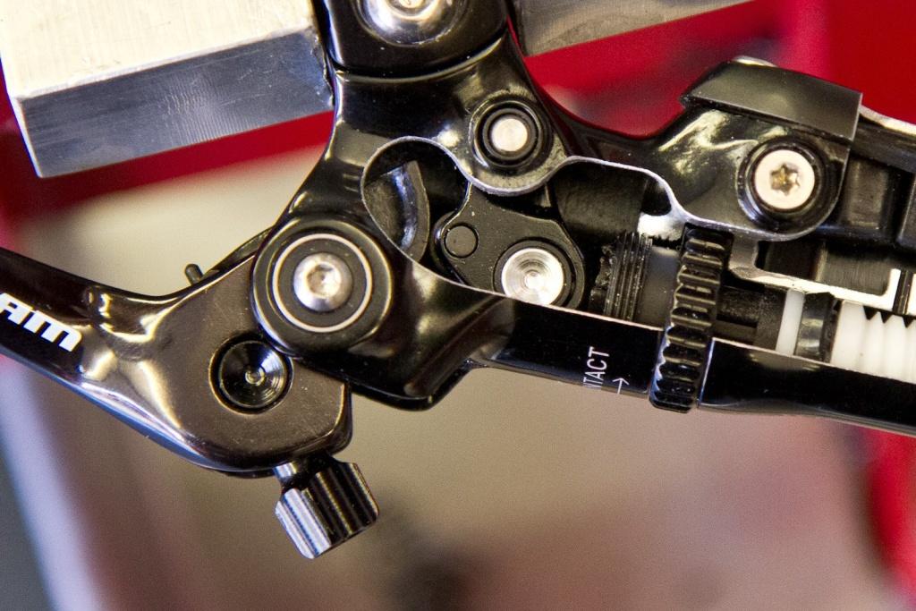 Новое железо: SRAM обновили тормоза G2: Версии RS и R