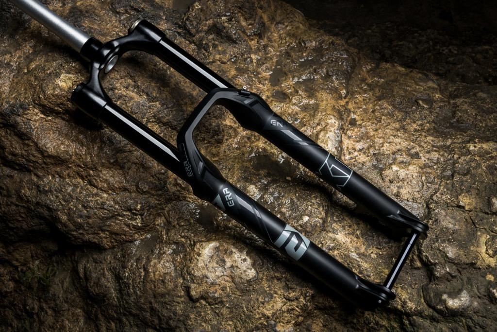 Новое железо: EXT представили эндуро-вилку ERA