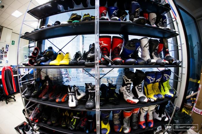 Велоиндустрия: Визит на фабрику Alpinestars