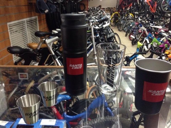 Блог компании Велоимперия: Пришли велосипеды, вещи и аксесcуары Santa Cruz