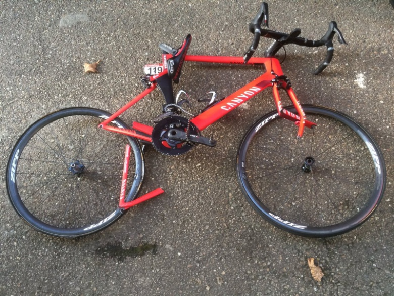Шоссе/Трек: Сбивать велосипедистов на топовых гонках стало традицией