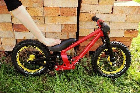 CANYON Bikes: Пятничное: DH-байк весом 3,86кг, возможно ли такое? Да, если это DH-беговел!
