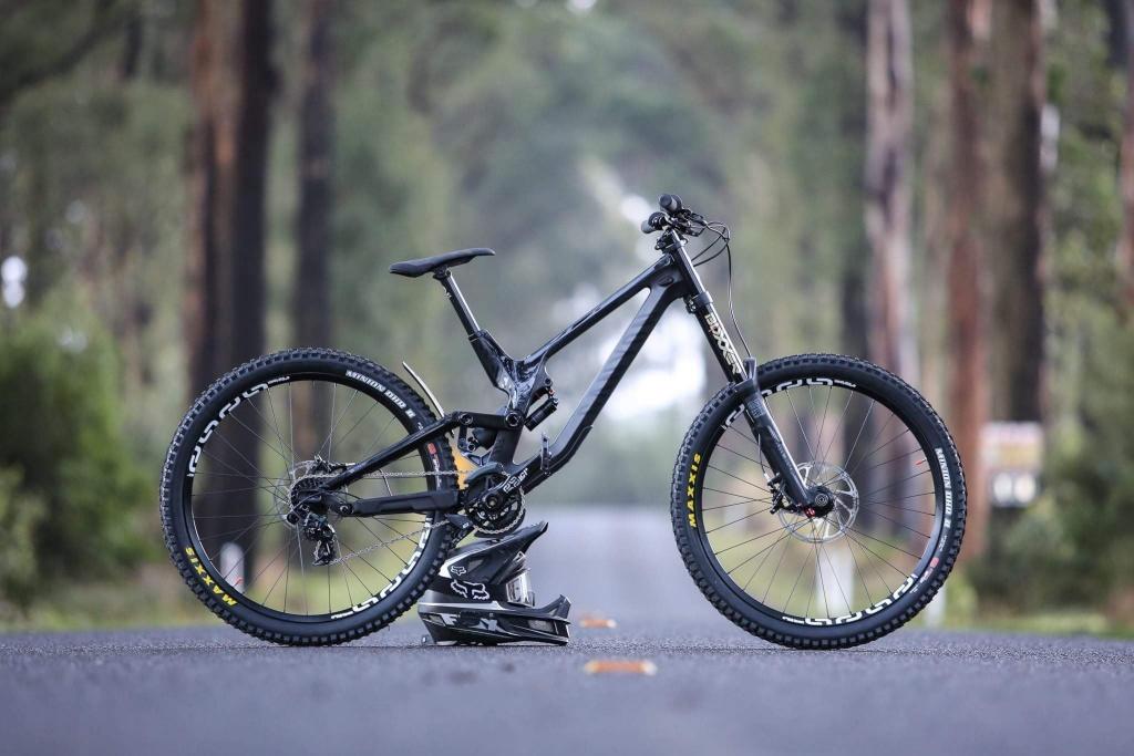 CANYON Bikes: Cостав CANYON Factory Downhill Team (CFDT)