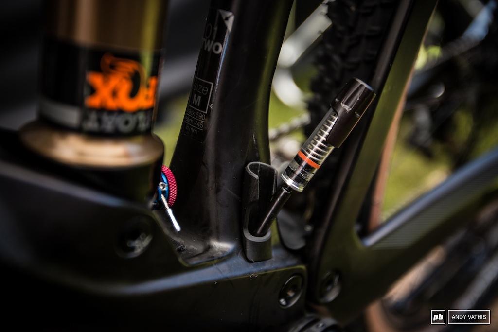 Новое железо: BMC Засветили Самоопускающийся Подседел Autodrop на Кубке Мира в Ленцерхайде