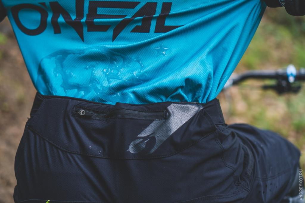 Блог им. EvgenBochanskiy: Обзор экипировки O'Neal | Часть 2. Защита колен, шорты и джерси.