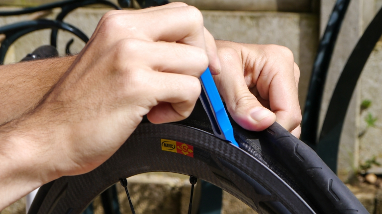 О горном велосипеде: Замена проколотой камеры