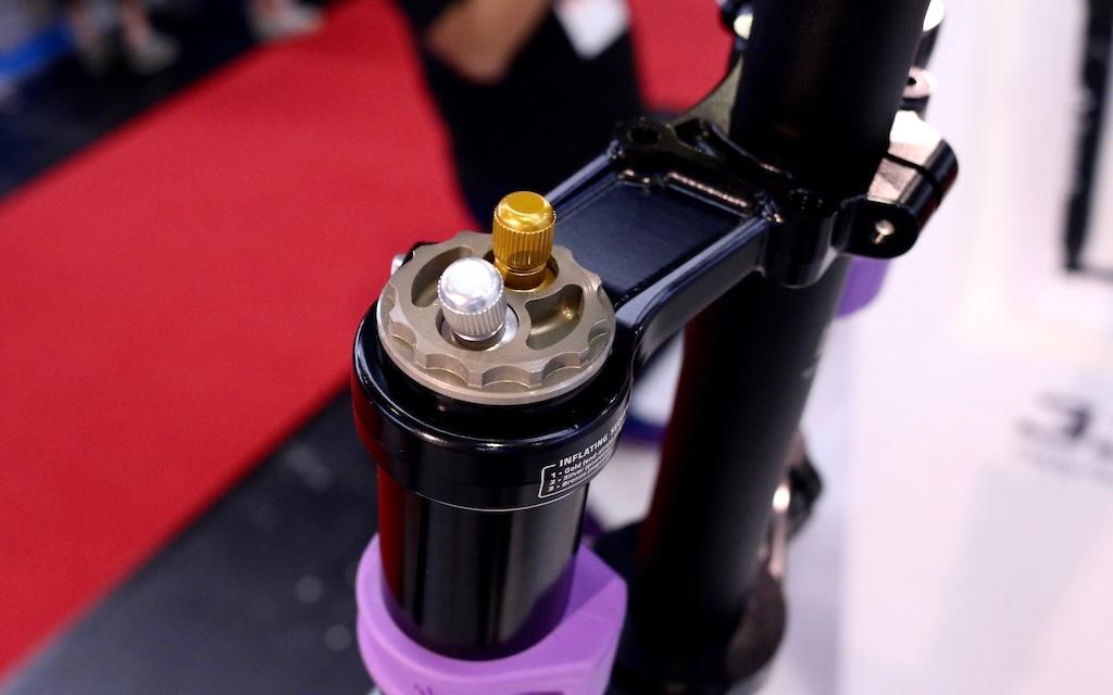 Новое железо: Eurobike 2017: Formula показали вилку для дх с 3 воздушными пружинами