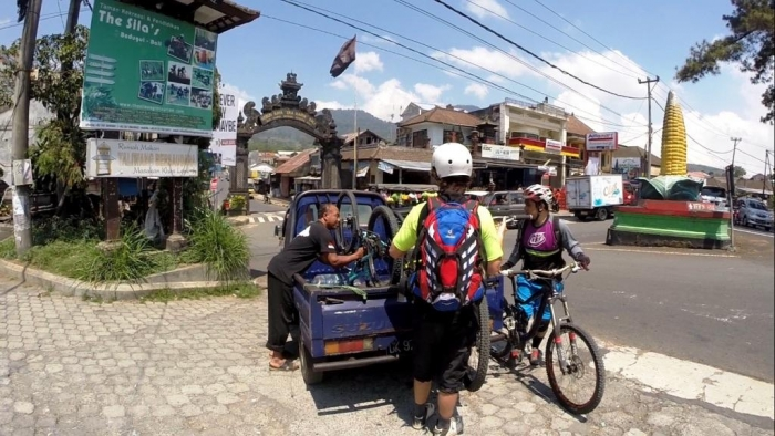 Велозимовка: Бали, колхозные поля и благословение Шивы