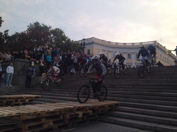 Наши гонки: Неожиданный стритец в центре Одессы