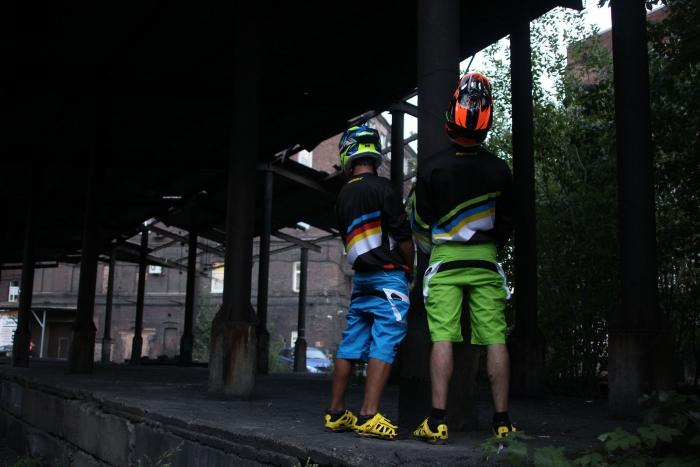 Блог компании AlienBike.ru: В темноте не спрячешься! Яркие цвета Kenny Racing 2014.
