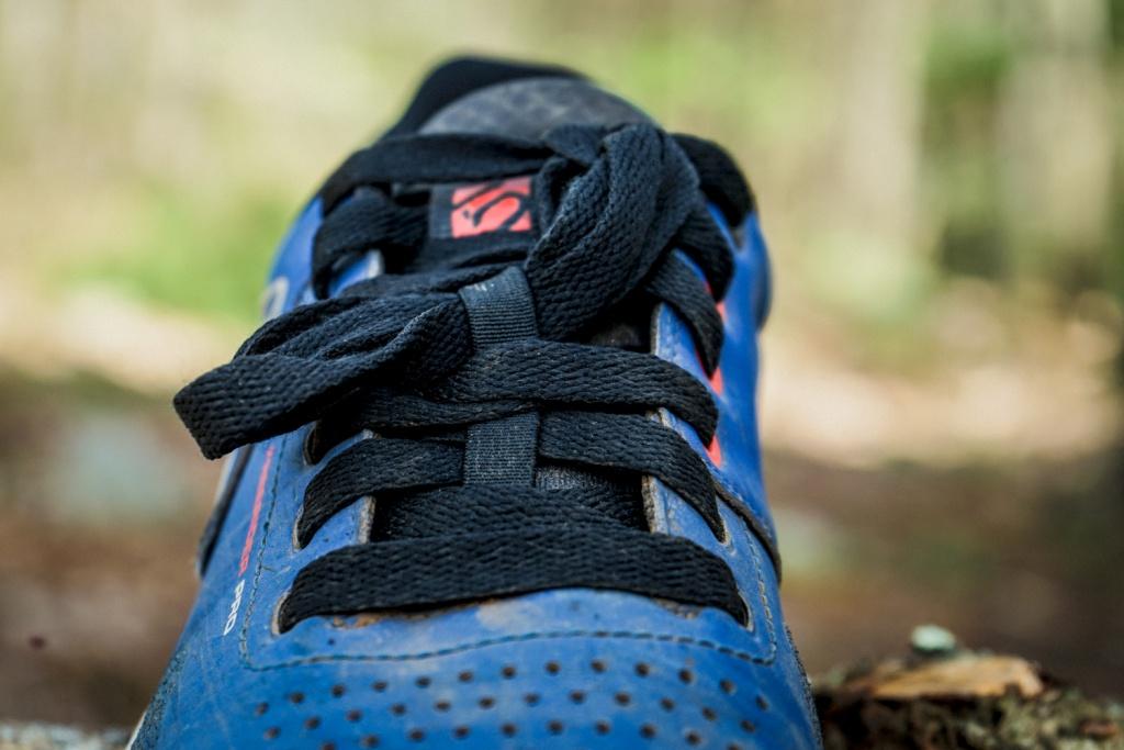 Blogger's name Aveega: Тест-обзор велосипедной обуви для топталок - Five Ten Freerider Pro.
