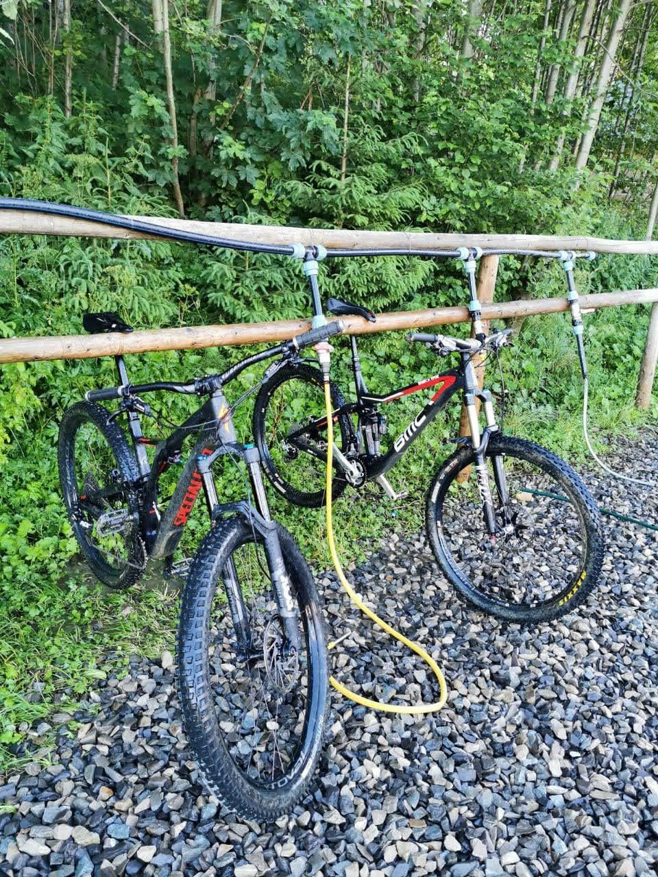 Blogger's name aLbaThron: Поездка в BUKOVEL bike park. Короткая и слегка мокрая поездка в «самый большой» байк парк Украины с подробностями под катом.