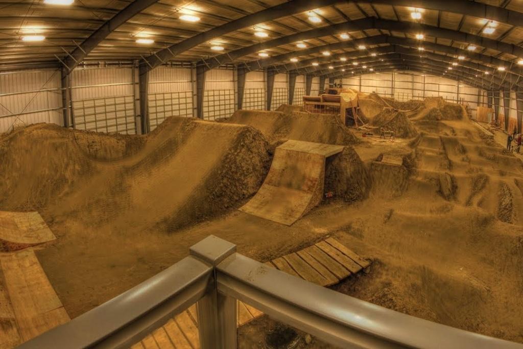 Roll All Day: Крытый dirt парк