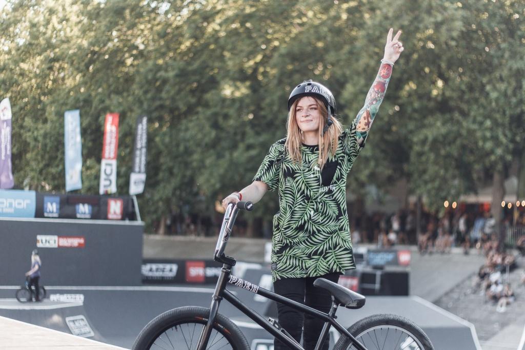 Red Bull: Лиза Посадских - девушка, которая умеет больше трюков, чем ты