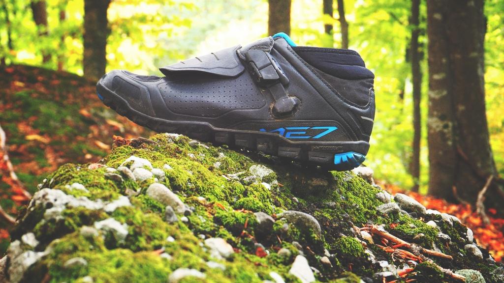 Cекта свидетелей эндуро: Обзор эндуро-ботинок Shimano ME7