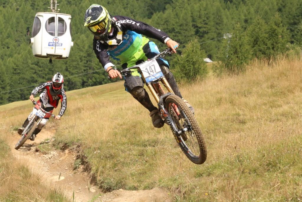 Блог им. lvkcomm: Велосезон в Ливиньо: байк-пасс, Tutti Frutti Epic от Ханса Рея и Брайана Лопеса и другие новости