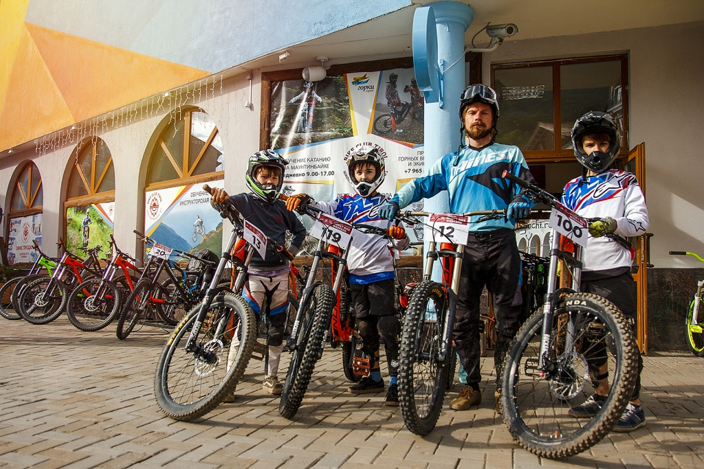 MtbSochi.ru: Открытие Akhun Riders Hostel