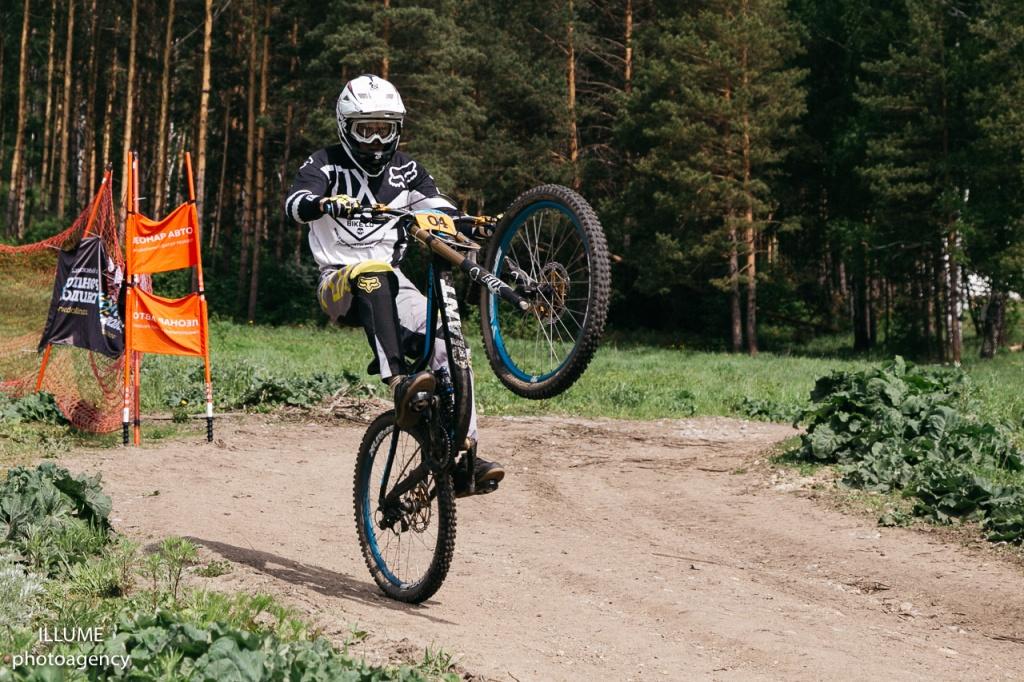 Блог им. SunnyValley: На курорте Солнечная долина (г.Миасс, Челябинская область)завершился  второй этап Кубка по даунхиллу.